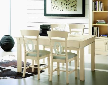Conjunto Modelo Viena con Mesa de Comedor y 4 Sillas elaboradas en madera maciza en color Blanco