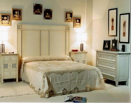 Conjunto de Dormitorio elaborado en madera de Landa maciza