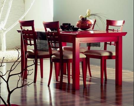 Mesa de Comedor y 4 Sillas Modelo Kobe fabricadas en madera maciza de Landa y Haya